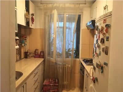 Apartament 2 camere, decomandat.Mobilat si utilat, la cheie.